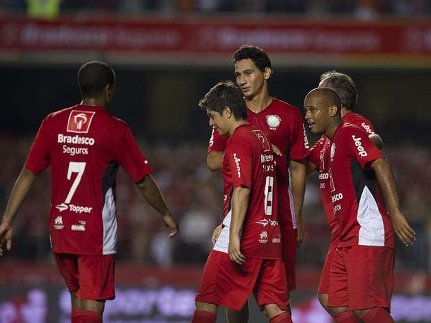 Conca marcou no último lance do jogo e decretou o empate por 4 a 4 Foto: Bruno Santos / Terra