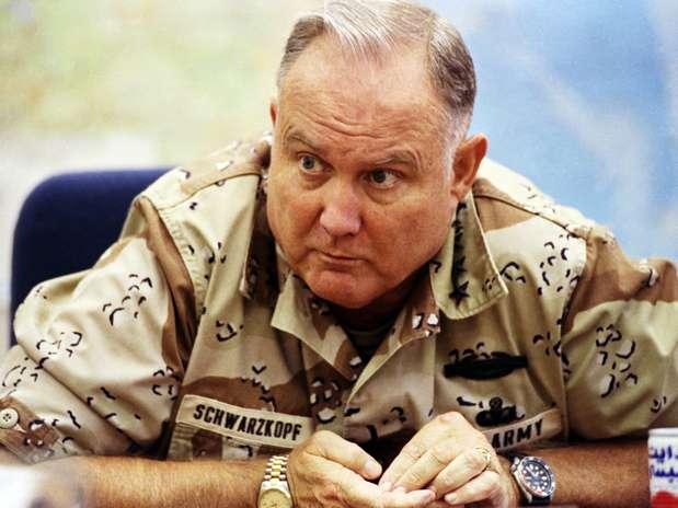"""George W. Bush saudou Schwarzkopf como \""""um dos maiores chefes militares de sua geração\"""" Foto: AP"""