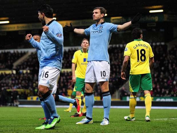 Dzeko marcou duas vezes em quatro minutos na vitória do City sobre o Norwich Foto: Getty Images
