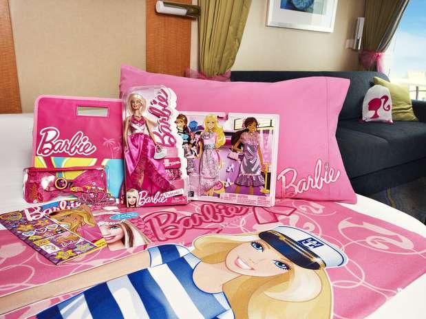 Entre as atrações está o quarto temático da boneca, com roupa de cama e itens relacionados ao brinquedo  Foto: Royal Caribbean International / Divulgação
