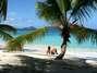 Salomon Beach, Ilhas Virgens Americanas Salomon Beach é a praia mais ao leste do litoral norte da ilha de Saint John, nas Ilhas Virgens Americanas. Conhecida há muito tempo por ser um espaço nudista, esta magnífica praia é hoje uma ambiente familiar, onde adultos e crianças curtem areias finas e águas cristalinas Foto: Anoldent