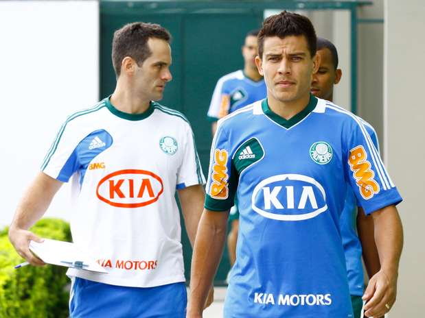 Lateral se destacou com a camisa do Coritiba Foto: Luiz Moura / Gazeta Press