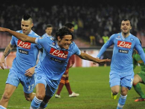 Uruguaio deu show e manteve o Napoli na terceira colocação; Roma segue em sexto lugar Foto: AP
