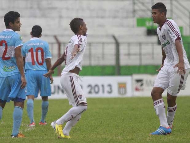 Jogadores comemoram gol na vitória do Fluminense na Copinha Foto: Bê Caviquioli / Futura Press