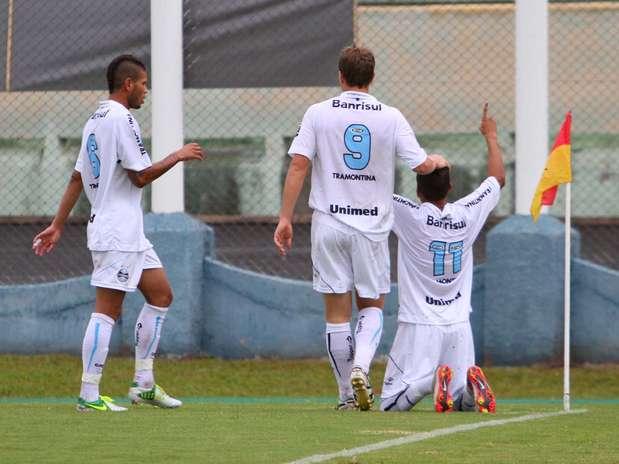 Jogadores do Grêmio comemoram gol na vitória sobre o Aquidauanense  Foto: Gustavo Sawada / Futura Press