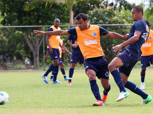 Dispensado do clube, Charles havia voltado ao Cruzeiro no início de 2012 Foto: Denilton Dias / Vipcomm / Divulgação