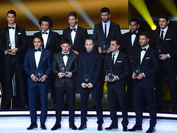 Seleção dos melhores do mundo foi formada apenas por jogadores que atuam na Espanha Foto: AFP