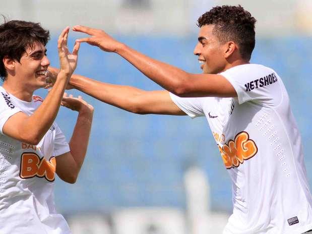 Com gol de Stéfano Yuri (à esq.), Santos bateu São Mateus-ES por 1 a 0 e se manteve na liderança do Grupo V Foto: Denny Cesare / Futura Press