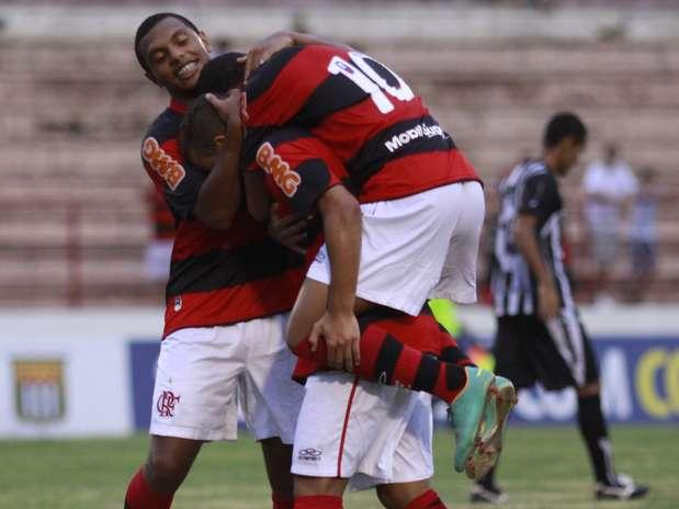 Flamengo goleou, mas ainda precisará vencer na última rodada para se classificar em primeiro Foto: Be Caviquioli / Futura Press