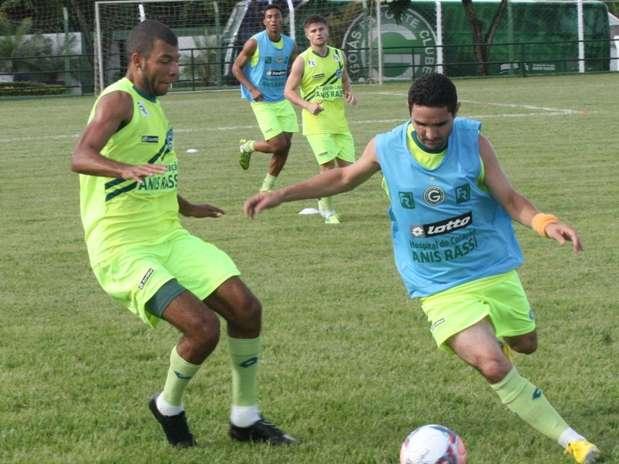 Caio (à direita) quer aproveitar oportunidades em 2013 Foto: Rosiron Rodrigues/EC Goiás / Divulgação