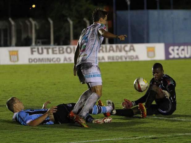 Rondonienses fizeram 2 a 0 e chegaram aos quatro pontos, ao lado do Grêmio Prudente; Grêmio é terceiro Foto: Gustavo Sawada / Futura Press