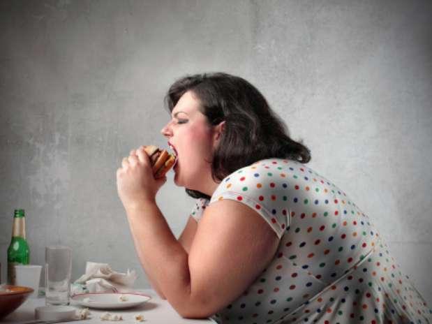 De acordo com o estudo, o DNA também tem participação na forma como o indivíduo acumula gordura Foto: Getty Images