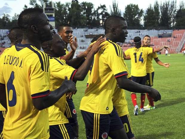 Colombianos venceram a primeira, graças ao gol de Córdoba (camisa 9) no primeiro tempo Foto: AP