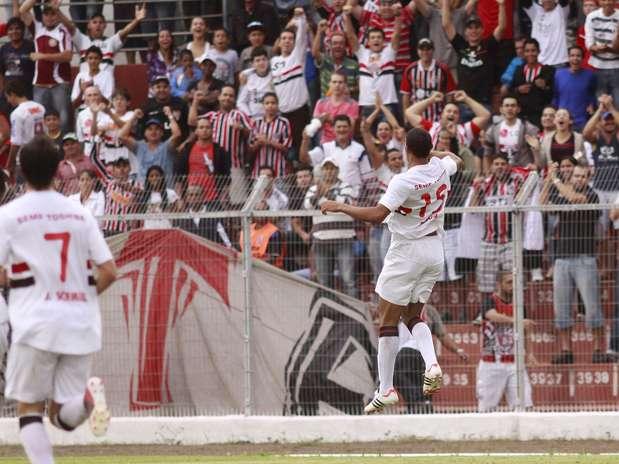 Diego comemora o gol que abriu o placar para o São Paulo Foto: Bê Caviquioli / Futura Press