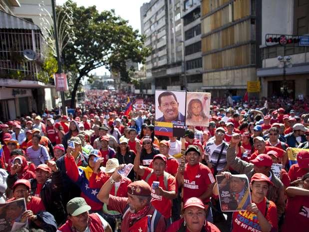 Chavistas tomam as ruas de Caracas em apoio ao presidente reeleito Foto: AP