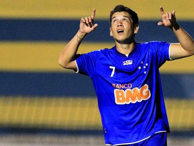 Com um gol de Lynneker (foto) e três de Rodrigo Dias, Cruzeiro venceu o São José-SP por 4 a 1 e garantiu a vaga Foto: Wagner Carmo/Vipcomm / Divulgação