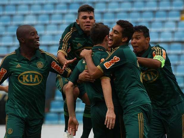 Palmeiras demorou, mas conseguiu festejar a vitória e a classificação Foto: Marcos Bezerra / Futura Press