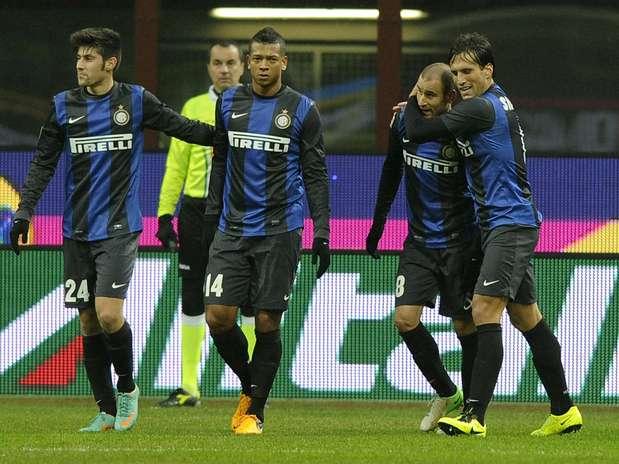 Jogadores da Inter celebram gol e fim de má fase no Italiano Foto: Getty Images