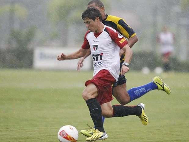Osvaldo fez dois gols e deu duas assistências em apenas 45 minutos de jogo Foto: Rubens Chiri/saopaulofc.net / Divulgação