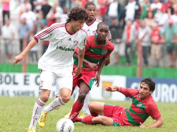 Fernando, lateral e meio-campista no Fluminense, fez um dos gols Foto: Célio Messias / Gazeta Press