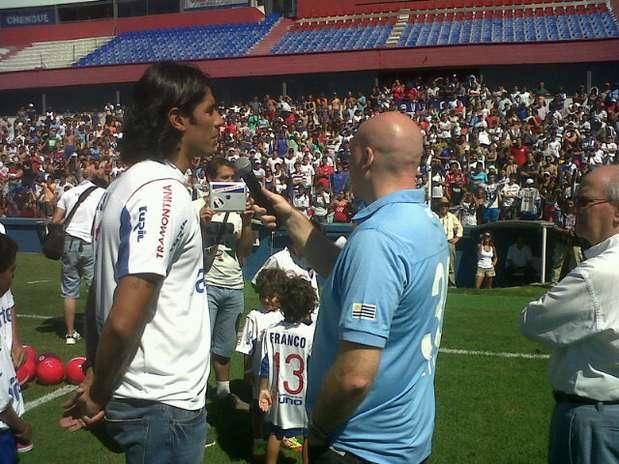Abreu saudou a torcida, tirou fotos e mandou recados durante a apresentação Foto: Twitter / Reprodução
