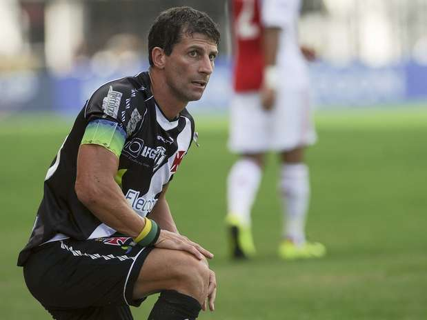 Pedrinho fez boas jogadas, empolgou a torcida e ouviu pedidos para não se aposentar Foto: Mauro Pimentel / Terra