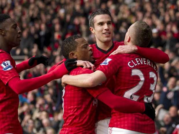 Jogadores do Manchester United comemoram gol marcado por Van Persie Foto: Reuters