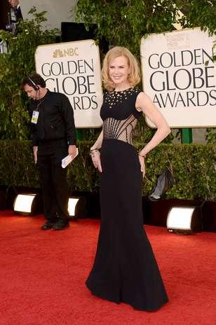 Neste ano, Nicole Kidman resolveu evidenciar sua boa forma. A atriz escolheu um Alexander McQueen cujo corte valorizou sua silhueta enxuta. O modelo ainda contava com transparência na região da barriga Foto: Getty Images