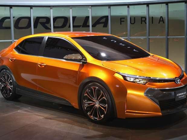 A estrela da japonesa Toyota no salão do automóvel de Detroit foi o conceito Corolla Furia. De acordo com a montadora japonesa, o design do veículo e seu pacote de funcionalidades irão nortear os a renovação feita para a nova versão do Corolla Foto: AFP