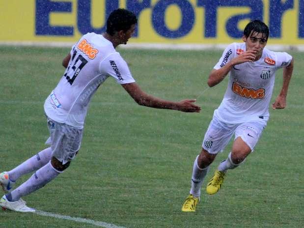 Léo Cittadini (à direita) marcou o terceiro gol do Santos Foto: Denny Cesare / Futura Press