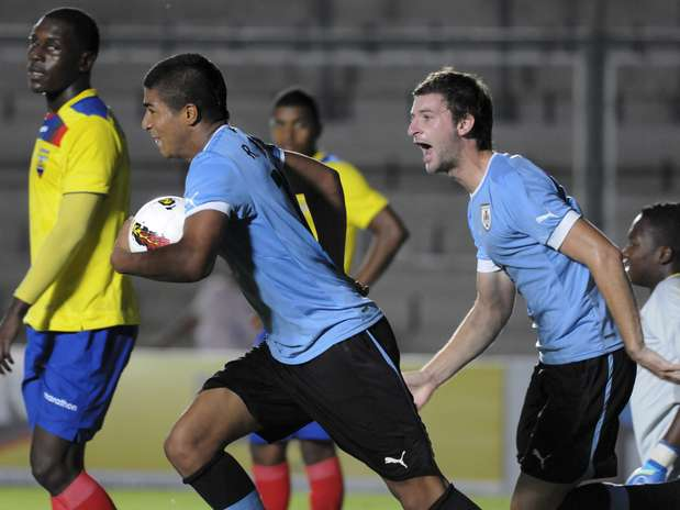 Uruguaios seguem na liderança da chave com o empate Foto: AP