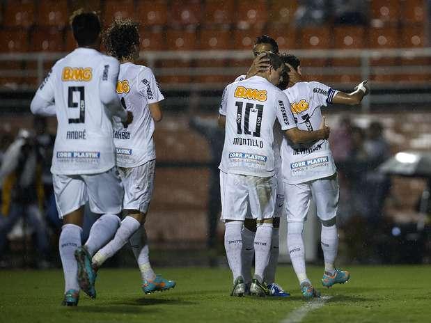 Santos estreou Montillo e mais quatro reforços nesta quarta e goleou Barueri Foto: Bruno Santos / Terra