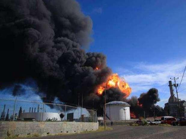 Raio provocou incêndio em usina de etanol na tarde deste domingo em Ourinhos, no interior de São Paulo Foto: Germaneo Toloto / vc repórter