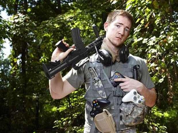 Will Johnson, 21 anos, afirmou que deve largar o game logo por temer perder sua namorada Foto: Guinness World Records / Divulgação