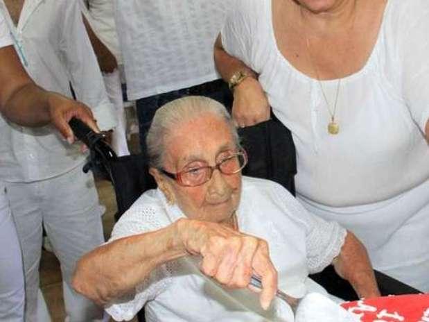 Dona Canô, figura ilustre da Bahia e mãe dos cantores Caetano Veloso e Maria Bethânia e da poetisa Mabel Veloso, é considerada o símbolo da mãe baiana Foto: AgNews
