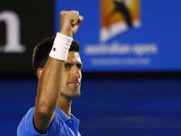 Djokovic e Wawrinka disputarão semifinal épica na Austrália; Serena avança mesmo doente