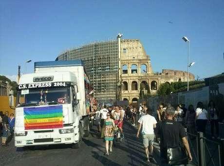 Roma faz 20ª edição da Parada Gay