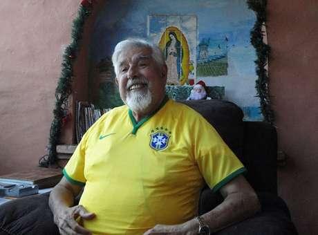 OFF - Presente divide Professor Girafales entre Brasil e México