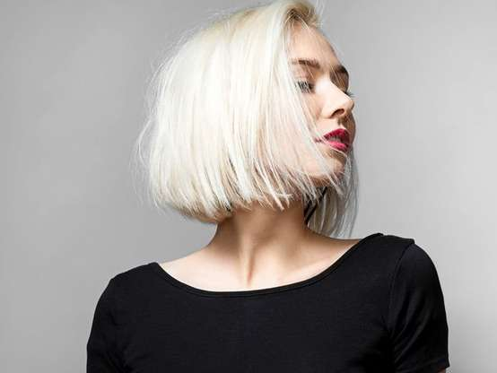 O long bob na altura dos ombros é um dos cortes médios mais queridinhos das fashionistas Foto: Unsplash / David Hurley / PurePeople