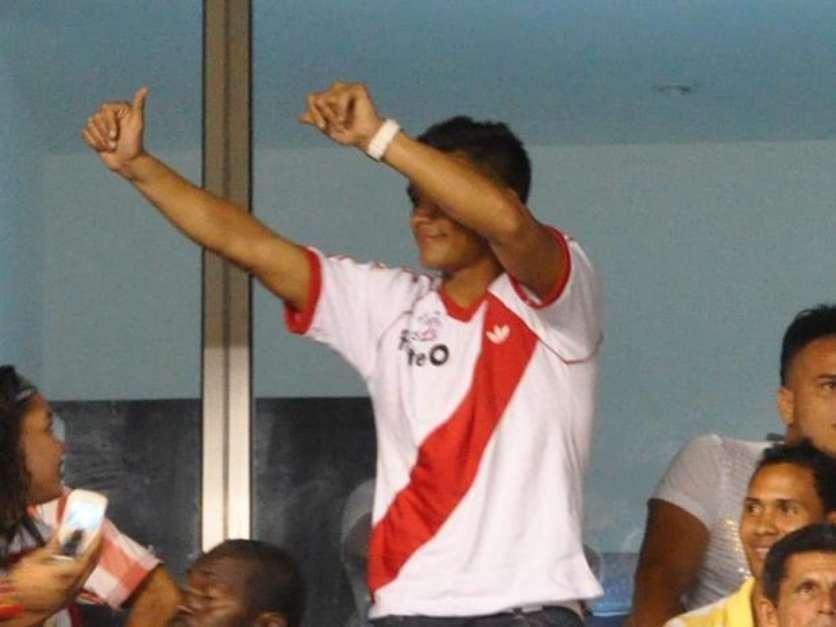 Teófilo llegó al Metropolitano con la camiseta de River Plate equipo del cual se declaró hincha apenas llegó al sur del continente para jugar con Racing, el hecho tuvo repercusiones en Argentina y la prensa sigue polemizándolo Foto: Terra