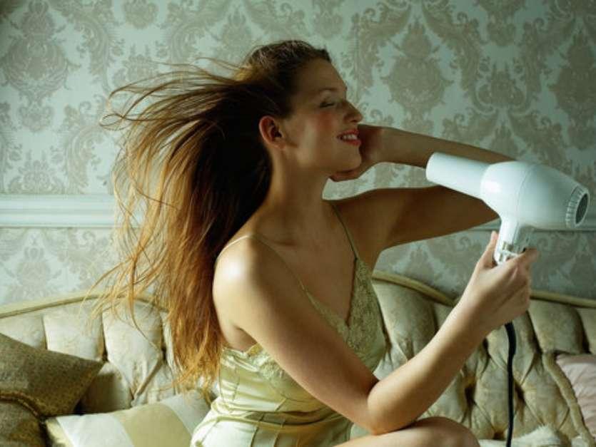 Comer papel higiénico. En el mundo existen personas a lasque lesfascina comer papel higiénico en bolitas, cual palomitas de maiz. Kesha es una mujer de 37 años que ha desarrollado esta manía desde que era niña, y no puede controlarlo. Su caso se hizo público en 2010, en uno de los episodios del popular programa 'Miextraña adicción' de la cadena estadounidense TLC. Foto: Referencial /Getty Images
