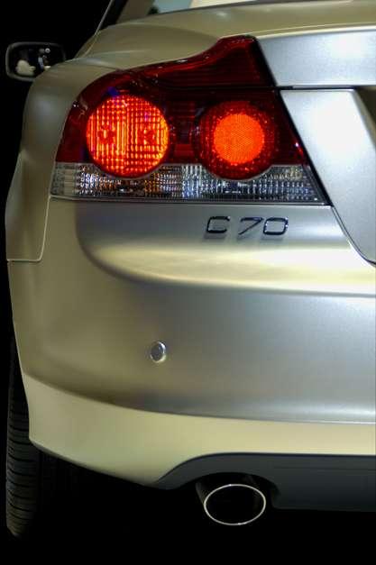 As luzes de posição ou a popular lanterna serve para facilitar a identificação do carro à noite Foto: Shutterstock