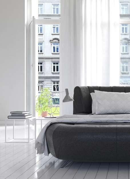 Cortinas claras e plantas são alguns dos artifícios que podem ser usados para amenizar o calor Foto: Shutterstock/ Horiyan
