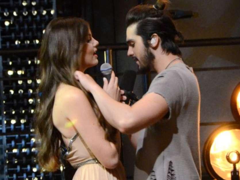 Luan Santana e Camila Queiroz trocam beijos em gravação do DVD '1971' nesta quinta-feira, dia 18 de agosto de 2016 Foto: AGNews, Eduardo Martins / PurePeople
