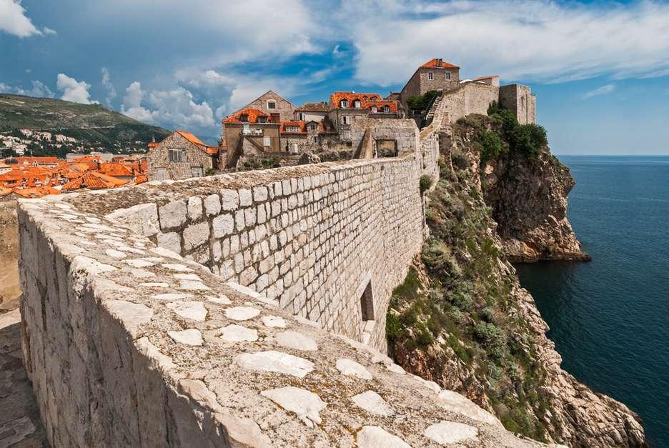 Caminhar pelas muralhas é a principal atração da cidade Foto: Shutterstock / PureViagem