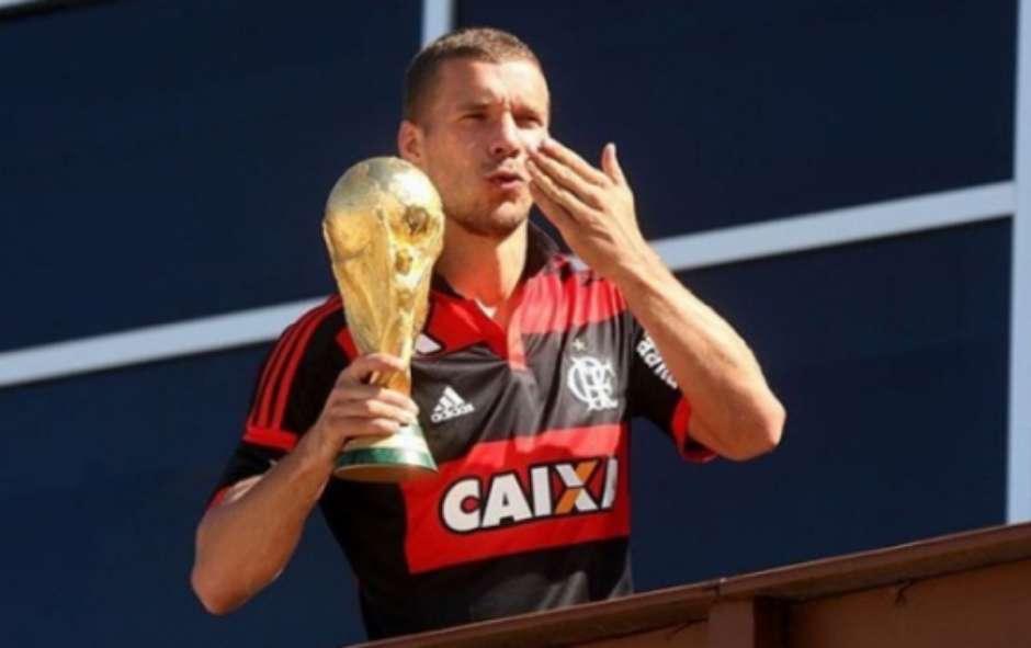 Poldoski parabeniza Flamengo pelos 121 anos Foto: Reprodução/Twitter / LANCE!