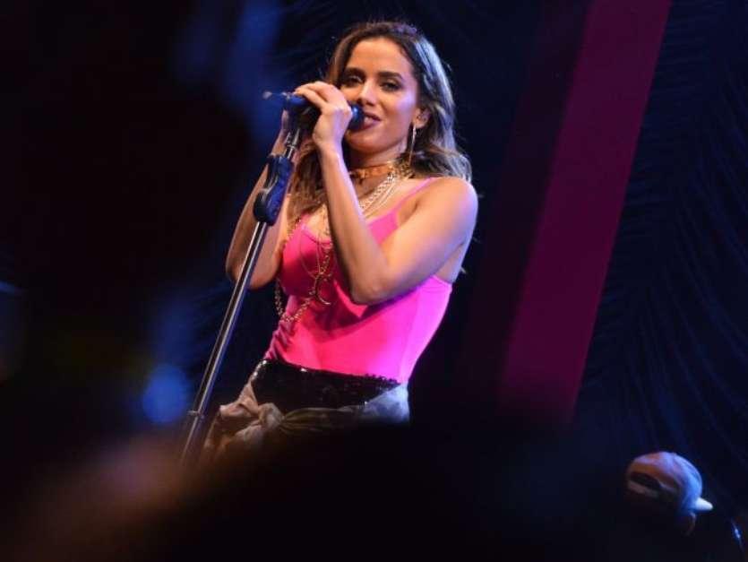 Anitta aprovou a mudança: 'Ta aí, galera. Essa sou eu, 'loirrérima'. Está maravilhoso!' Foto: AGNews / PurePeople