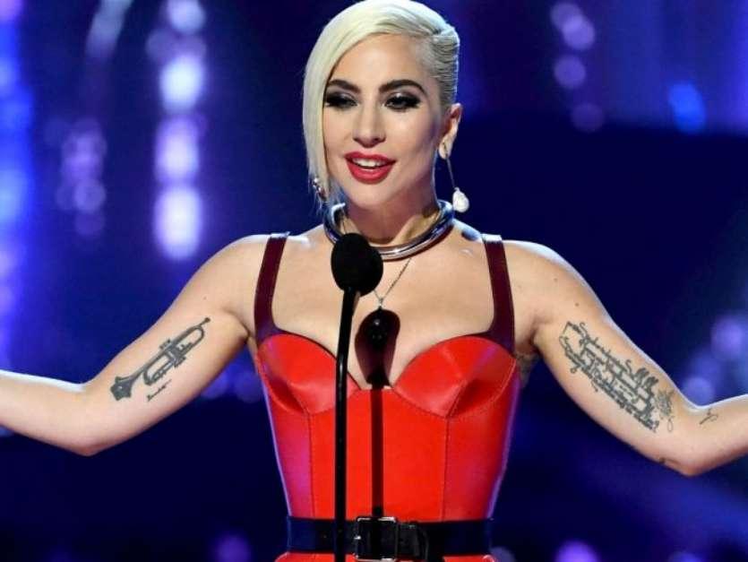 Lady Gaga exibiu estrias nos seios em foto compartilhada no Instagram Foto: Instagram / PurePeople