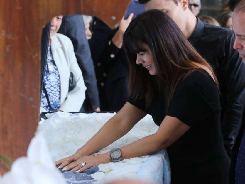 Eliana foi uma das mais artistas que se despediram de Gugu Liberato em velório nesta quinta-feira, dia 28 de novembro de 2019 Foto: AGNews / PurePeople
